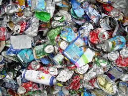 """Brasile, i """"catadores da rua"""" riciclano alluminio per uscire dalla povertà"""