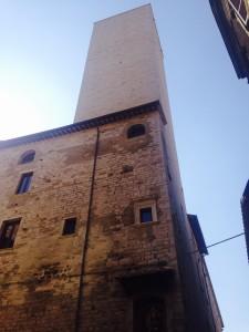 La vista della torre degli Sciri da via dei Priori @alessandtra tarquini