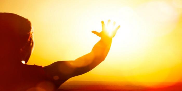 Uomo-e-Sole-gigante