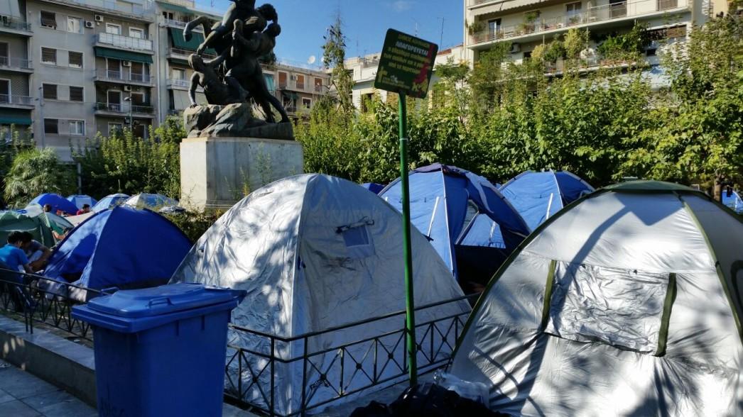 Atene, tende di migranti a piazza Victoria