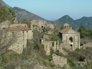 IL piccolo Borgo fantasma di Africo vecchio