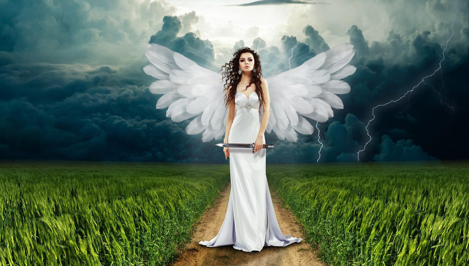 Foto: https://pixabay.com/it/angel-coltello-natura-flash-nubi-749625/