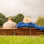 Anziani soli d'estate? Un numero verde e indicazioni su come affrontare il caldo e i disagi