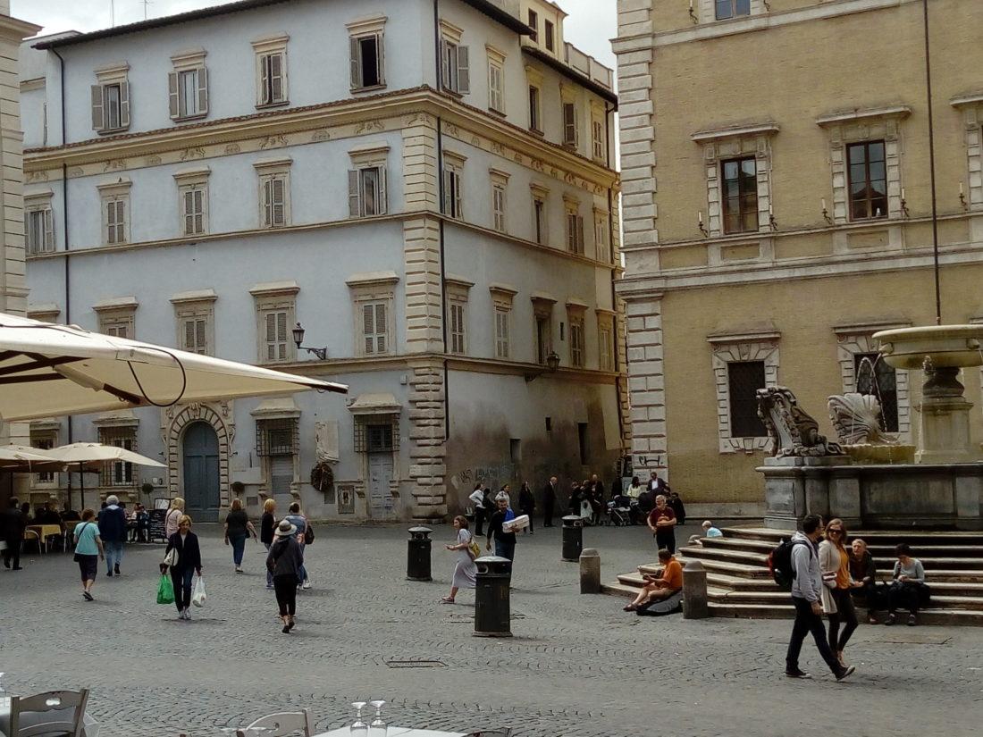 Piazza S. Maria in Trastevere