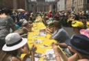 """Cinquemila persone a pranzo alla """"Tavolata senza muri"""" per dire no al razzismo"""
