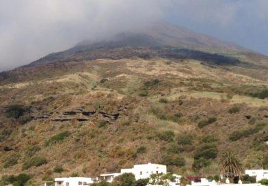 """Stromboli, panico tra i turisti ma gli abitanti """"si fidano"""""""