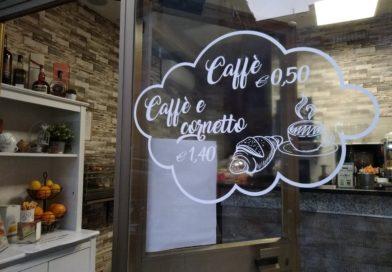 La sfida di Elena e Mattia: via le slot machine, ora il bar di quartiere è una caffetteria co-working