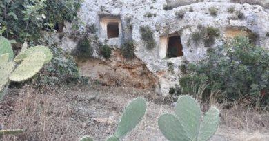 In Sicilia nella riserva naturale di Pantalica, un tuffo nella preistoria tra grotte e torrenti