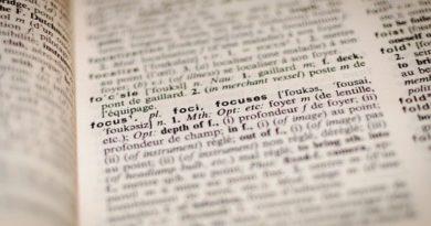 """Libri: """"Alla fonte delle parole"""" di Marcolongo. Un viaggio interiore attraverso l'etimologia"""