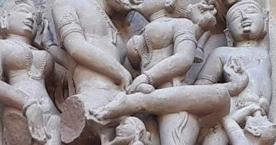 Viaggio in India: tra i templi di Khajuraho, dove l'erotismo è arte e bellezza