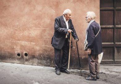 Appello alle tv: ginnastica al mattino, corsi e film allegri per far restare a casa gli anziani